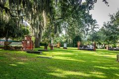 Opinión diurna del cementerio foto de archivo