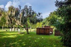 Opinión diurna del cementerio imagenes de archivo