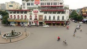 Opinión diurna del lapso de tiempo de la intersección desde arriba - Hanoi Vietnam del tráfico metrajes