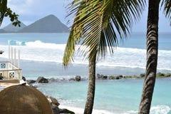 Opinión Dreamlike sobre las ondas y las colinas lisas en Tortola, British Virgin Islands, del Caribe imagenes de archivo