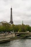 Opinión Eiffel Tower Foto de archivo libre de regalías