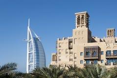 Opinión el árabe del Al de Burj con el hotel del a'Salam del Mina (2) imágenes de archivo libres de regalías