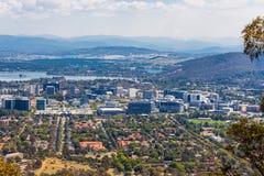 Opinión el grifo de Burley de la ciudad y del lago de Canberra del Mt Puesto de observación de Ainslie Fotos de archivo