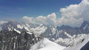 Opinión el lado francés del macizo de Mont Blanc en las montañas, Haute-Savoie, Francia, Europa imágenes de archivo libres de regalías