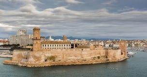Opinión el santo Jean del puerto viejo y del fuerte en Marsella foto de archivo libre de regalías