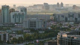 Opinión elevada de la mañana sobre el distrito financiero Timelapse, Kazajistán, Astaná del centro y de la central de ciudad almacen de metraje de vídeo