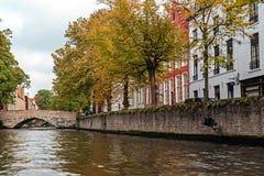 Opinión escénica de la ciudad de Brujas, Bélgica, canal Spiegelrei Fotografía de archivo