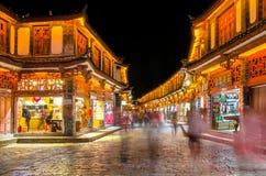 Opinión escénica de la noche de la ciudad vieja de Lijiang en Yunnan, China Imagen de archivo