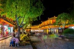 Opinión escénica de la noche de la ciudad vieja de Lijiang en Yunnan, China Fotografía de archivo