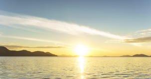 Opinión escénica del lapso de tiempo del mar durante salida del sol en el puerto de la explosión-Bao almacen de video