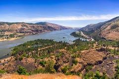 Opinión escénica sobre la garganta del río Columbia de Rowena Crest Foto de archivo