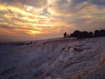 Opinión espectacular de la puesta del sol de Pamukkale, Turquía Imágenes de archivo libres de regalías
