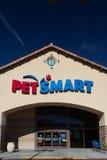 Opinión exterior de la tienda de PetSmart Imagen de archivo libre de regalías