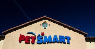 Opinión exterior de la tienda de PetSmart Fotografía de archivo libre de regalías
