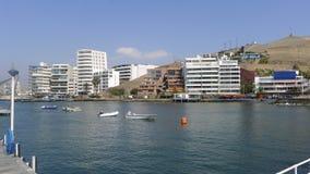 Opinión exterior de los edificios de un embarcadero en el Ancon Lima Fotografía de archivo