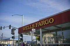 Opinión exterior el Wells famoso Fargo Bank fotos de archivo libres de regalías