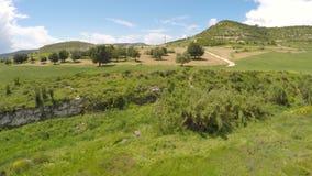 Opinión fascinadora sobre área sin tocar de la conservación desde arriba, naturaleza de Chipre almacen de metraje de vídeo