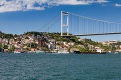 Opinión Fatih Sultan Mehmet Bridge que localed en el estrecho de Bosphorus Estambul Turquía Foto de archivo libre de regalías