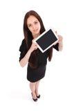 Opinión feliz del adolescente del estudiante desde arriba y mostrando una tableta Imágenes de archivo libres de regalías