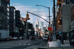 Opinión frondosa de la calle de Chinatown en Lower Manhattan imagen de archivo