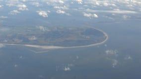 opinión fuera de la ventana del aeroplano, vuelo plano de 4K Amsterdam sobre Países Bajos metrajes