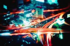 Opinión futurista abstracta borrosa del paisaje urbano de la noche Bangkok, Tailandia Fotografía de archivo