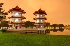 Opinión gemela de las pagodas del césped Fotografía de archivo