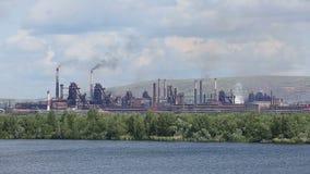Opinión general de hierro de Magnitogorsk y de acero de los trabajos almacen de video