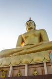 Opinión grande de oro de Buda y del Mekong por la mañana en Champasak, S Imagen de archivo