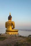 Opinión grande de oro de Buda y del Mekong por la mañana en Champasak, S Fotos de archivo libres de regalías
