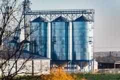 Opinión grande sobre los silos Imagen de archivo