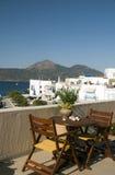 Opinión griega del puerto de la isla de los Milos de Adamas foto de archivo