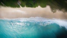 Opinión hacia abajo de la antena de la playa tropical Imagen de archivo libre de regalías