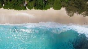 Opinión hacia abajo de la antena de la playa tropical Fotografía de archivo libre de regalías