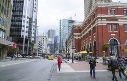 Opinión hermosa de la calle en Vancouver - VANCOUVER - CANADÁ céntricos - 12 de abril de 2017 Imagen de archivo