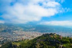 Opinión hermosa de la ciudad, Alania Kalesi, colina de la fortaleza, Turquía Foto de archivo libre de regalías