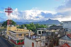 Opinión hermosa de la ciudad de Mahebourg tomada de un balcón de la pensión en madrugada imágenes de archivo libres de regalías