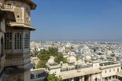 Opinión hermosa de la ciudad de Udaipur del palacio de la ciudad, Udaipur, Rajasthán, la India foto de archivo libre de regalías