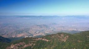 Opinión hermosa de la escena del panorama Kew Mae Pan Nature Trail en el parque nacional de Doi Inthanon, Chiang Mai, Tailandia Fotografía de archivo libre de regalías