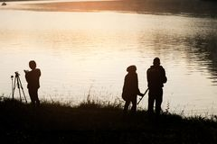 Opinión hermosa de la silueta de la orilla por la mañana Fotografía de archivo libre de regalías