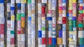 Opinión hermosa de lapso de tiempo del arte abstracto de la visión superior del tren de la noche del mercado del multicolor aéreo