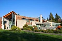 Opinión hermosa del edificio y de la naturaleza del arte Imágenes de archivo libres de regalías