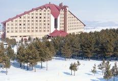 Opinión hermosa del invierno de la estación de esquí Imagenes de archivo