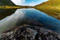 Opinión hermosa del lago fotografía de archivo libre de regalías
