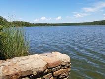 Opinión hermosa del lago en el parque de estado mineral de Wells - Tejas imagen de archivo libre de regalías