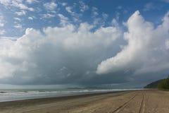Opinión hermosa del mar sobre la playa del hijo del laem, Ranong, Tailandia, Asia La Foto de archivo libre de regalías