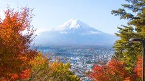 Opinión hermosa del paisaje de la montaña de Fuji en la estación del otoño de Foto de archivo libre de regalías