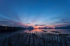 Opinión hermosa del paisaje de la salida del sol del Samchong-tai en Phang Nga, Th Foto de archivo