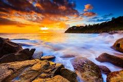 Opinión hermosa del paisaje marino de la salida del sol Foto de archivo