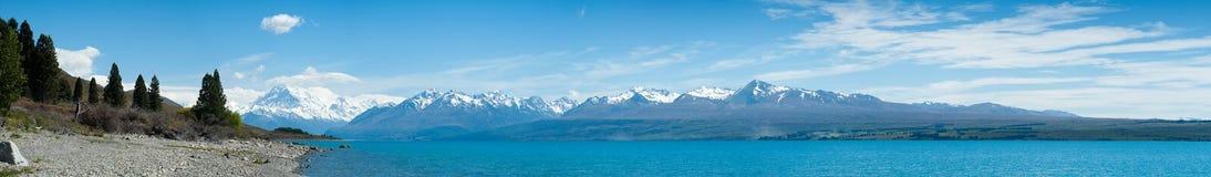 Opinión hermosa del panorama con el lago, isla del sur, Nueva Zelanda Fotos de archivo